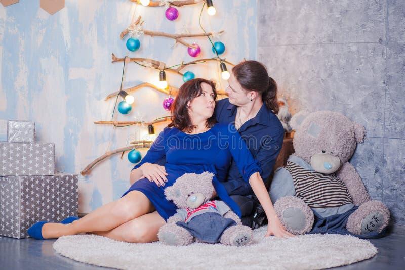 Em antecipação à gravidez do bebê imagem de stock royalty free