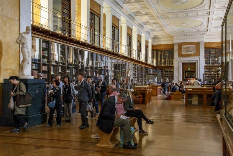 Em British Museum, Londres fotografia de stock