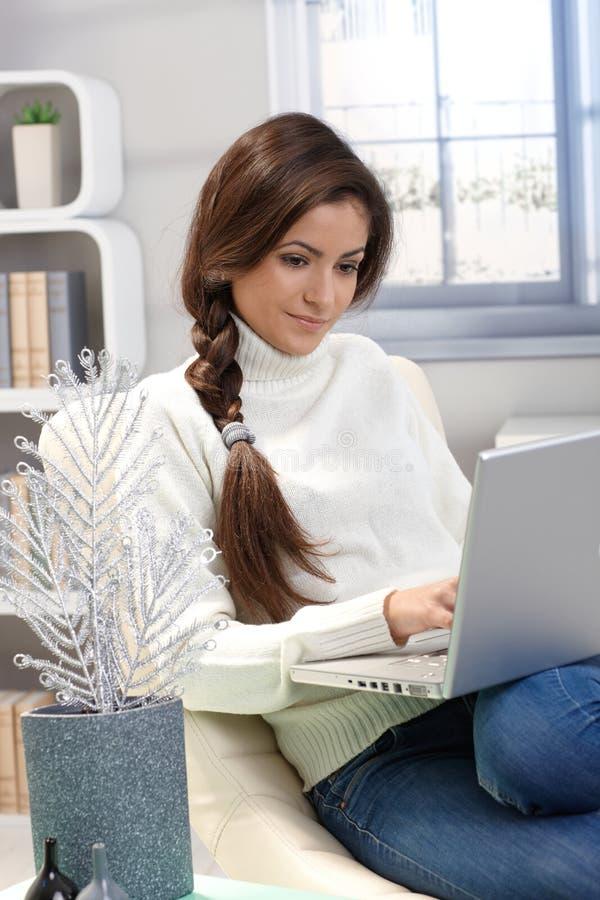 Em casa com computador portátil imagens de stock royalty free