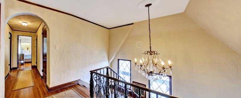 Em cima corredor com escadaria imagem de stock royalty free