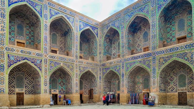 Em dezembro de 2018, Usbequistão, Samarkand, quadrado de Registan, Madrasa Sherdor 'residente dos leões ' fotografia de stock