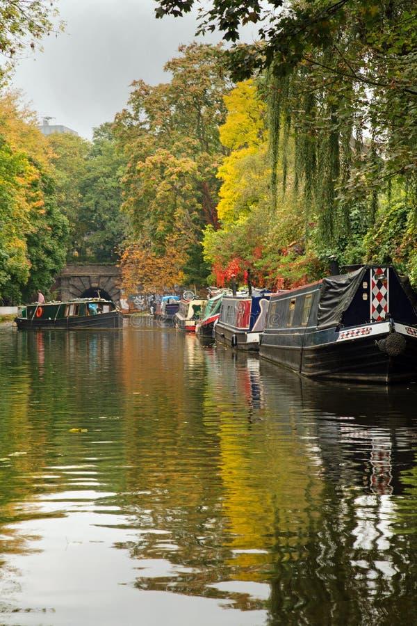 Em outubro de 2017, Islington, Londres, opinião de A do canal fotos de stock