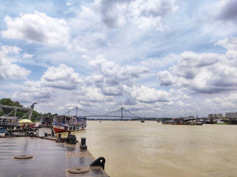 Em segundo ponte do rio de Hooghly - o cabo o mais longo ficou a ponte na ?ndia fotografia de stock