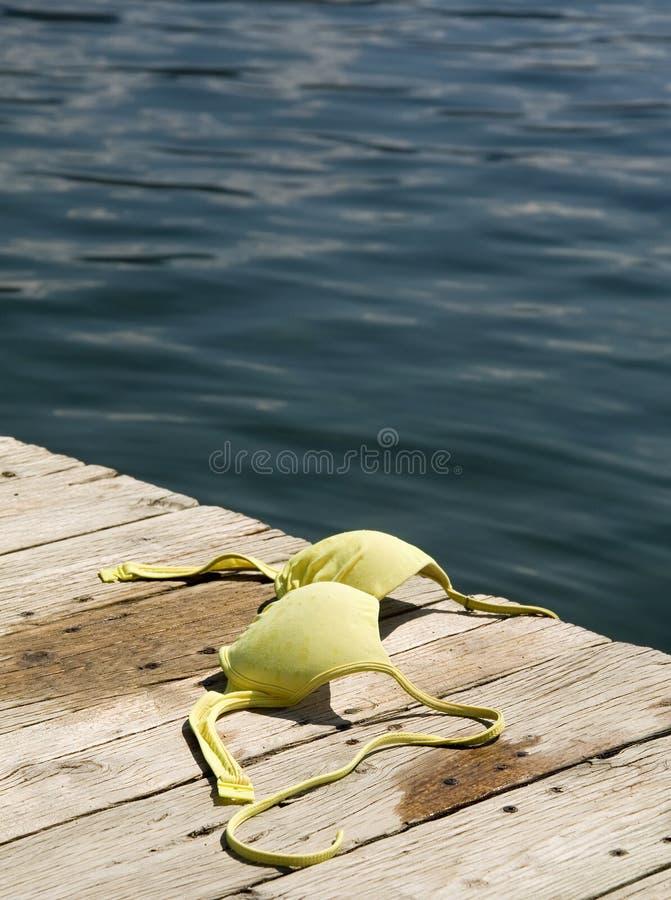 Em topless na praia imagens de stock