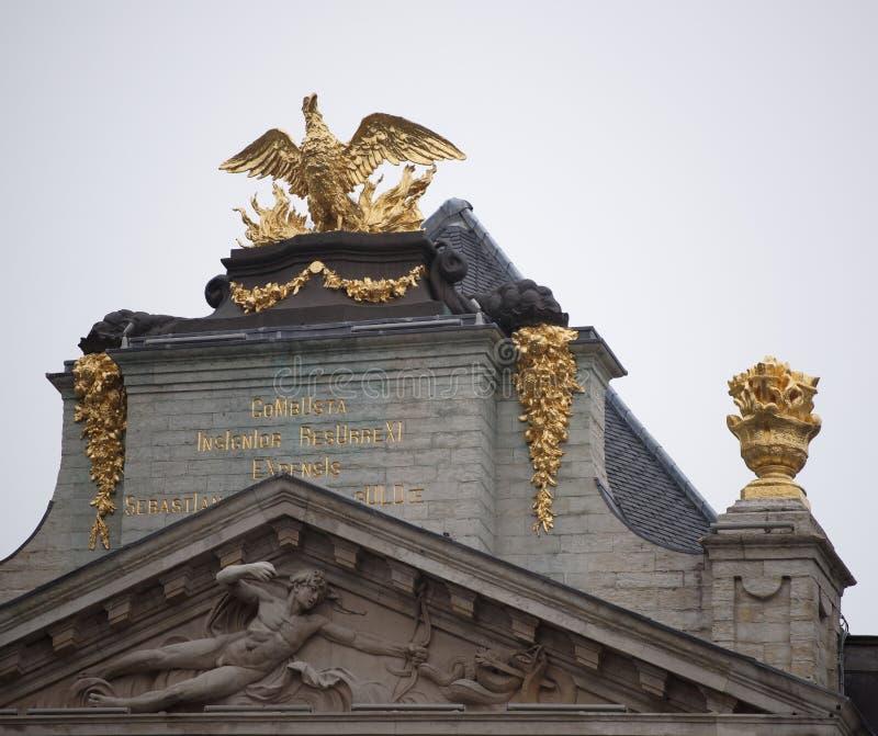 Em torno de Grand Place é a antiga casa encontrada da guilda Cada um de imagem de stock