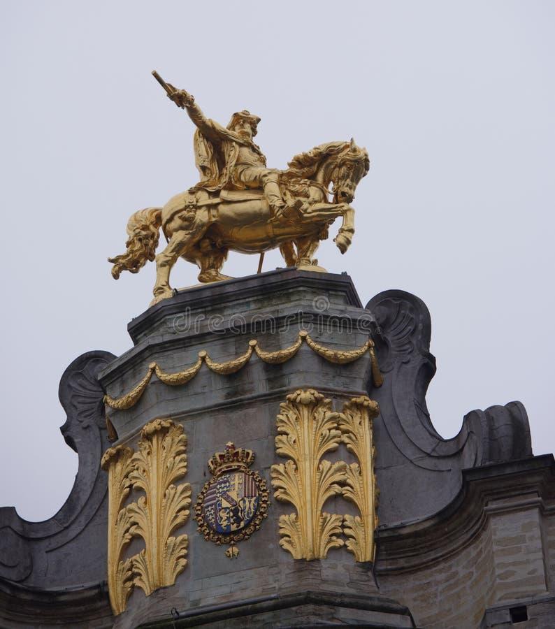 Em torno de Grand Place é a antiga casa encontrada da guilda Cada um de fotografia de stock