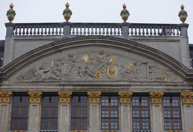 Em torno de Grand Place é a antiga casa encontrada da guilda Cada um de foto de stock