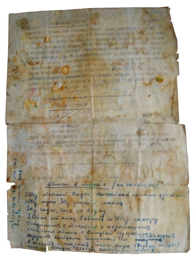 Em um fundo branco é uma receita muito velha para a massa para o kulich, escrita à mão, parte do texto em uma máquina de escrever foto de stock royalty free