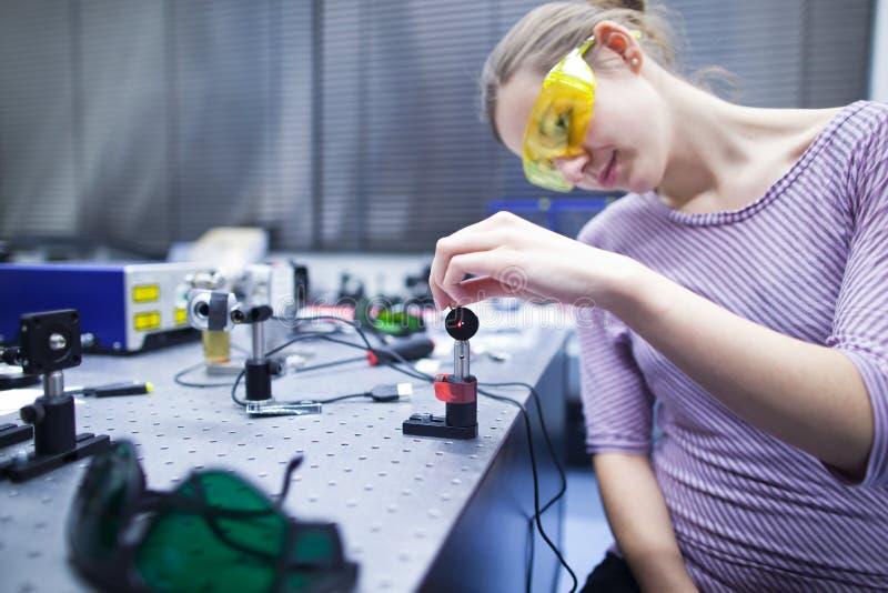 Em um laboratório do sistema ótico do quantum imagens de stock royalty free