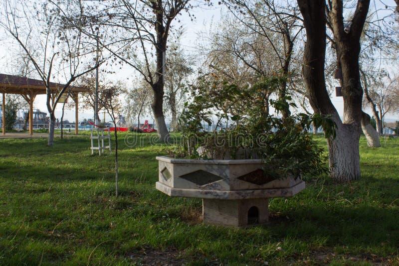 Em um parque pequeno em Lapseki em Canakkale em Turquia fotos de stock royalty free