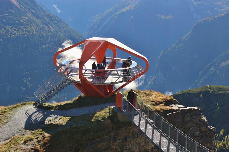 Em um ponto de vista nas montanhas de Gastein, Áustria imagem de stock