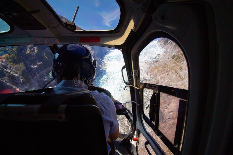 Em um voo do helicóptero para uma geleira em Franz Josef New-Zealand fotos de stock