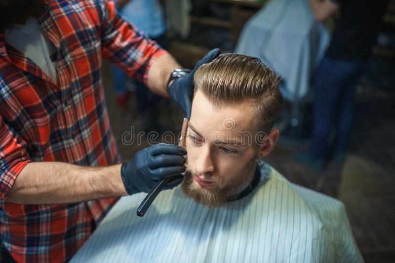 Em uma barbearia foto de stock royalty free