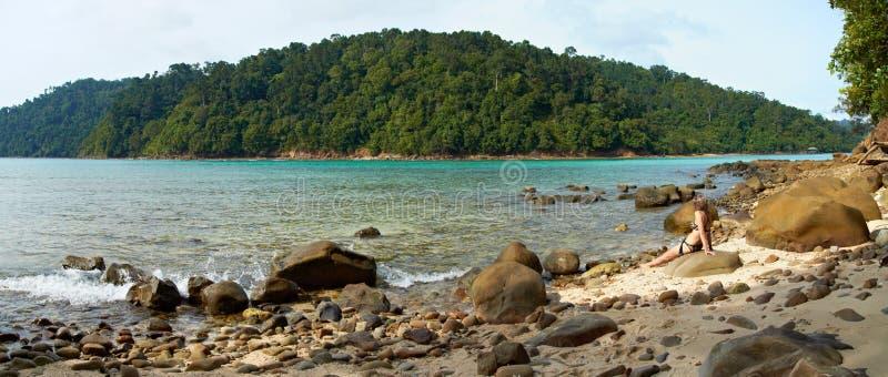 Em uma praia selvagem fotografia de stock royalty free
