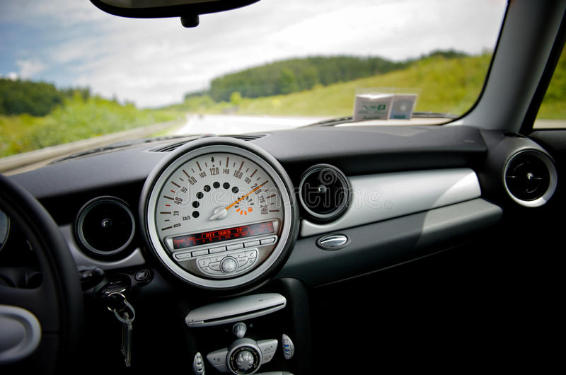 Em uma velocidade de 200 quilômetros por a hora imagem de stock