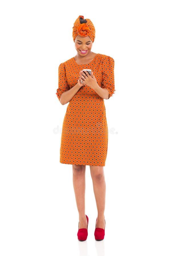 Email africanos da leitura da mulher fotos de stock royalty free