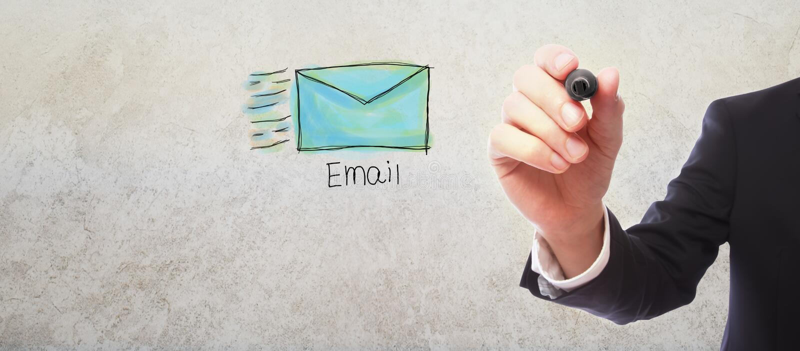 Email med affärsmannen arkivbild