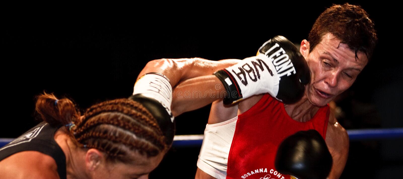 Emanuela Pantani versus Bettina Garino - WBA BOXE royalty-vrije stock foto's