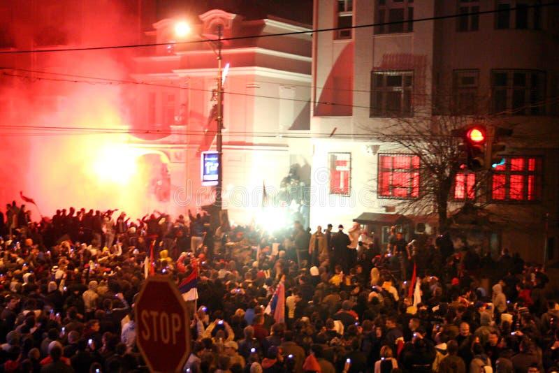 Embajada bajo ataque, Belgrado, Serbia de los E.E.U.U. imágenes de archivo libres de regalías