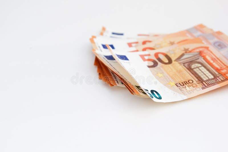 Embale los billetes de banco euro del dinero en el fondo blanco fondo euro del efectivo Concepto de los ahorros del dinero imagen de archivo libre de regalías