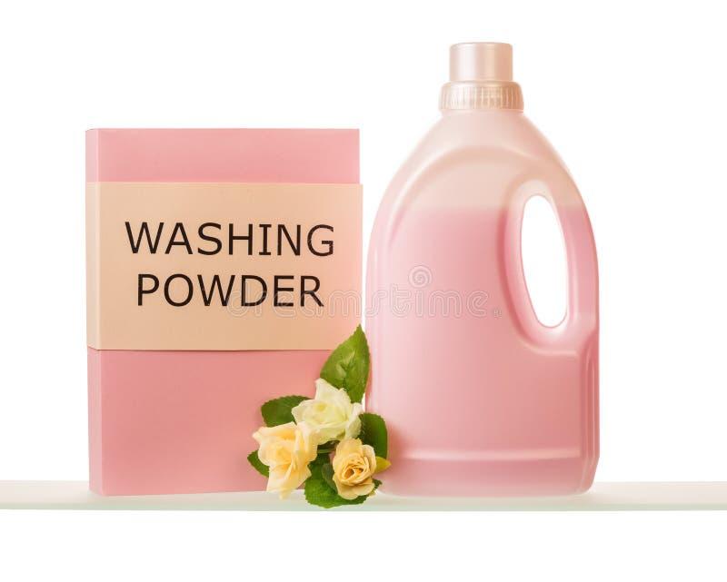 Embale o pó de lavagem e a garrafa do condicionador da tela isolados no branco fotos de stock royalty free