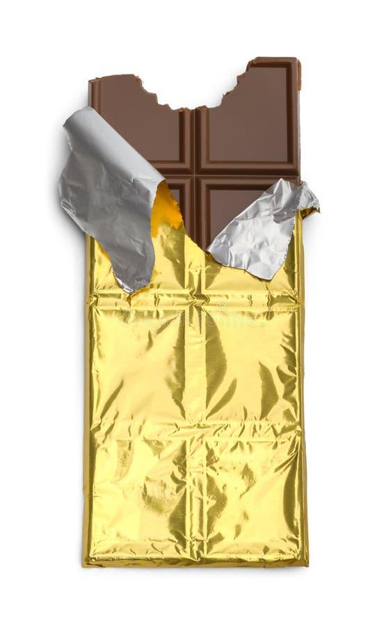 Emballage déchiré de barre de chocolat photographie stock libre de droits