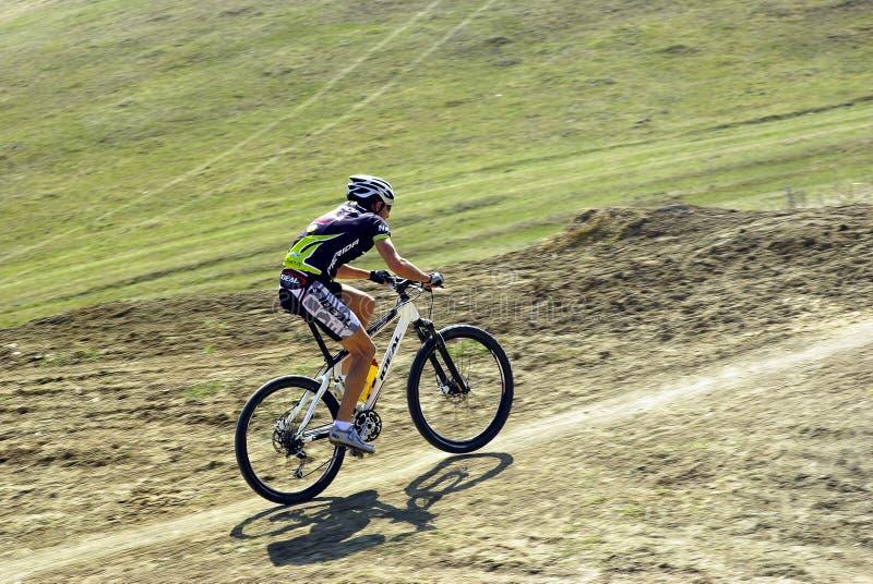 Emballage de cycliste de montagne photographie stock libre de droits