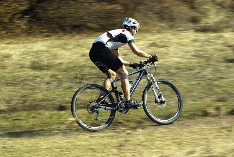 Emballage de cycliste de montagne photos stock