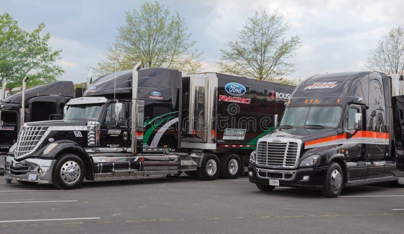 Emballage de Roush-Fenway et transporteurs de Team Penske NASCAR photos libres de droits