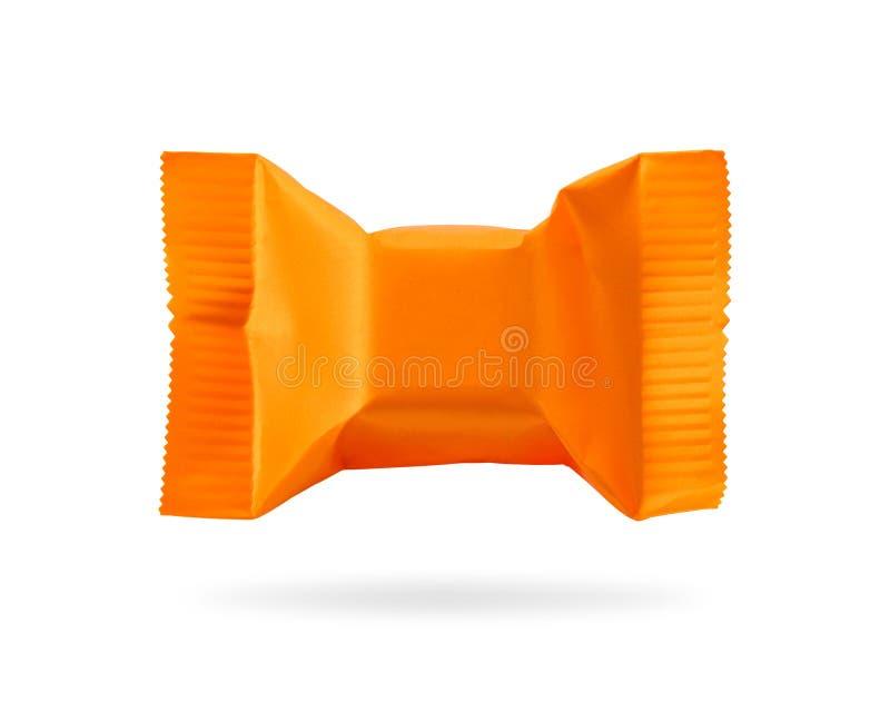 Emballage de sucrerie d'isolement sur le fond blanc Produit orange de caramels pour votre conception Objet de chemins de coupure illustration libre de droits