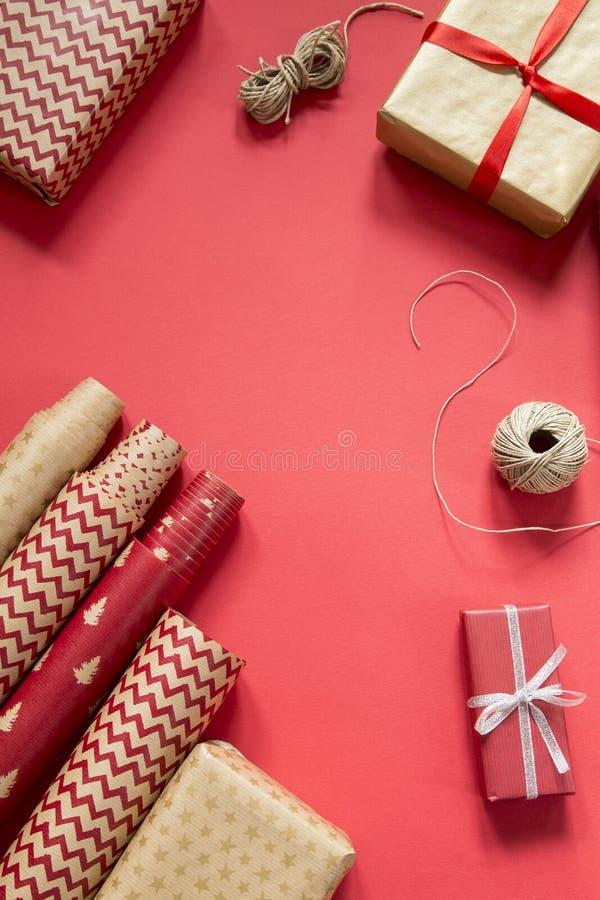 Emballage des cadeaux de No?l photos stock