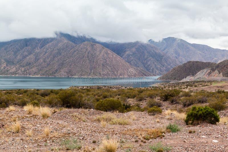 Embalse Potrerillos le Ande Argentina immagine stock libera da diritti