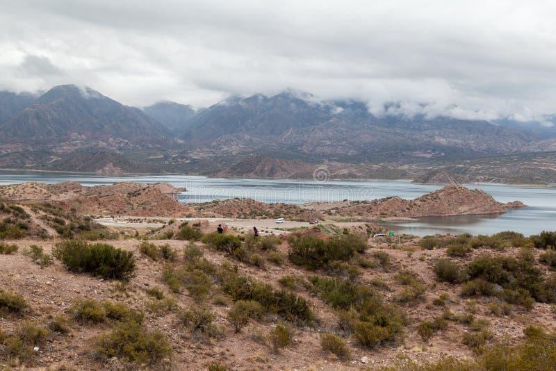 Embalse Potrerillos le Ande Argentina immagini stock