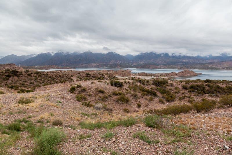 Embalse Potrerillos le Ande Argentina fotografia stock