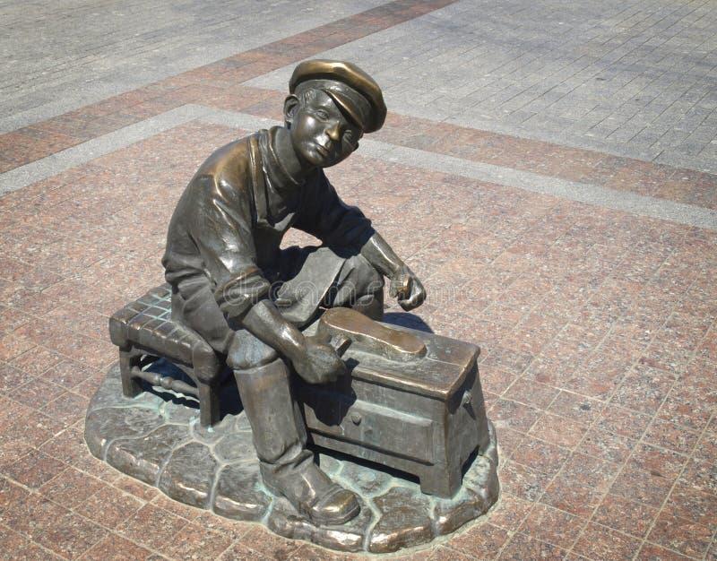 The embankment. Astrakhan. Sculpture of a boy shoe cleaner on the embankment in Astrakhan stock photography