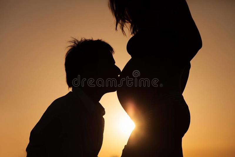 Embarazo Engelse pareja  royalty-vrije stock afbeelding