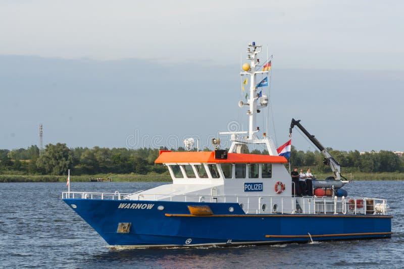 Embarcação alemão Warnow da polícia imagem de stock