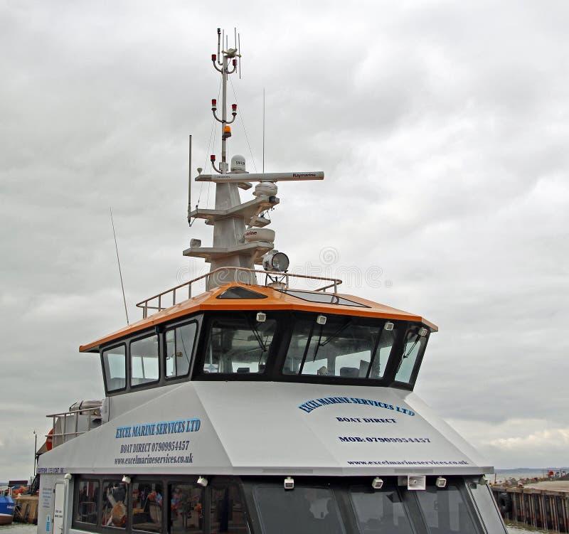 Embarcação de apoio a pouca distância do mar fotografia de stock royalty free