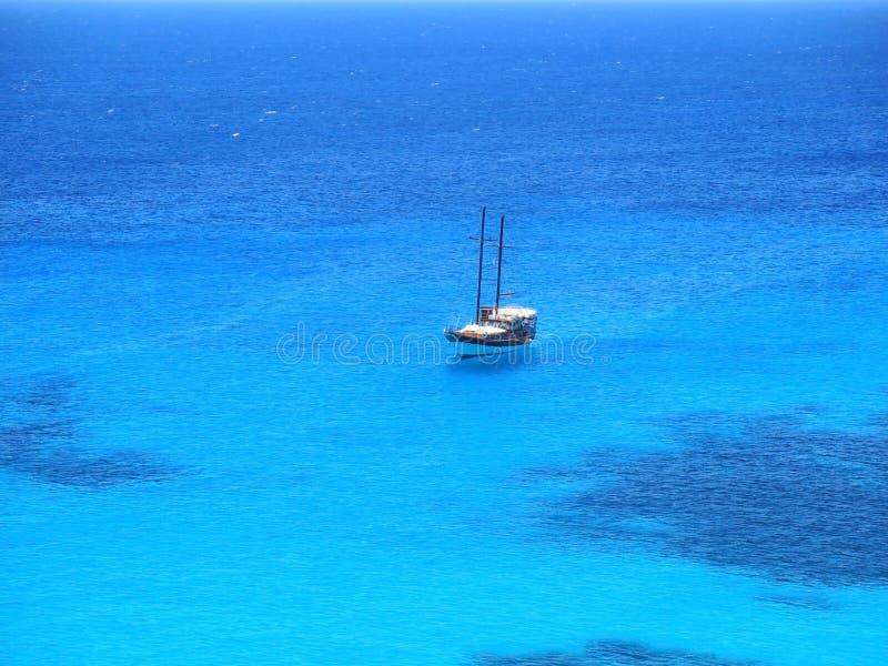 embarcação nautic no mar fantástico imagem de stock