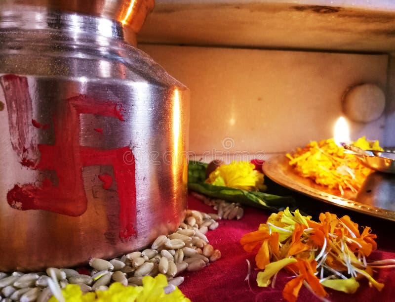 Embarcação sagrado do festival devocional indiano fotografia de stock royalty free