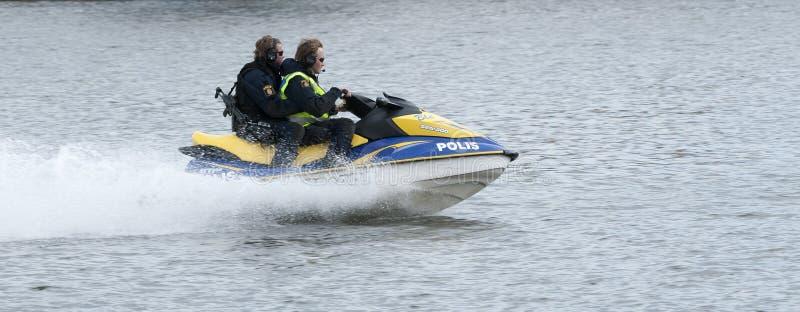Embarcação sueco da polícia na alta velocidade imagens de stock royalty free