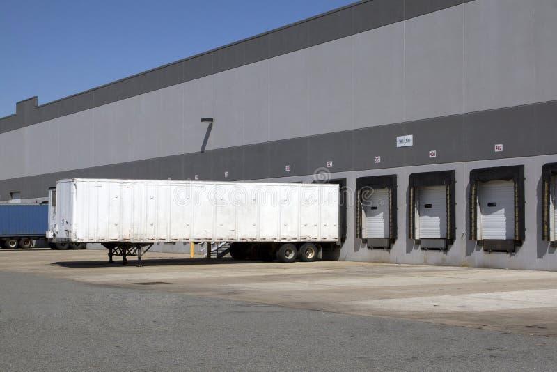 Embarcadère d'entrepôt photographie stock