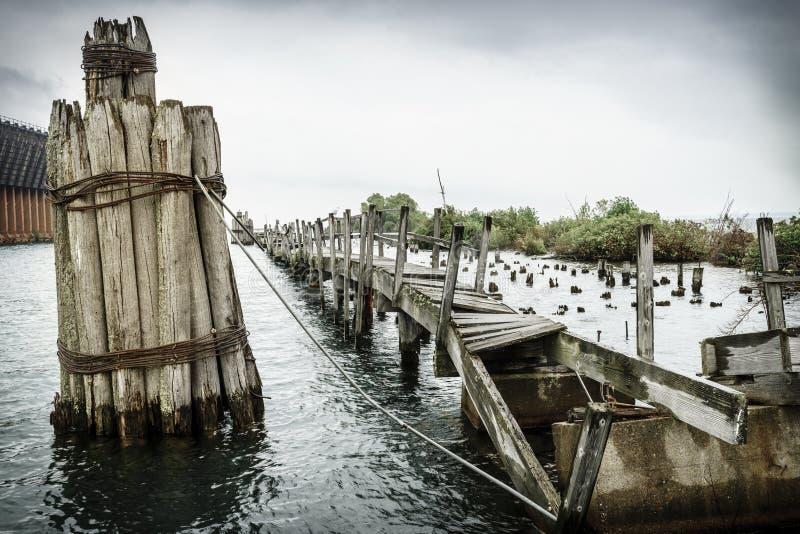Embarcadero abandonado imagen de archivo
