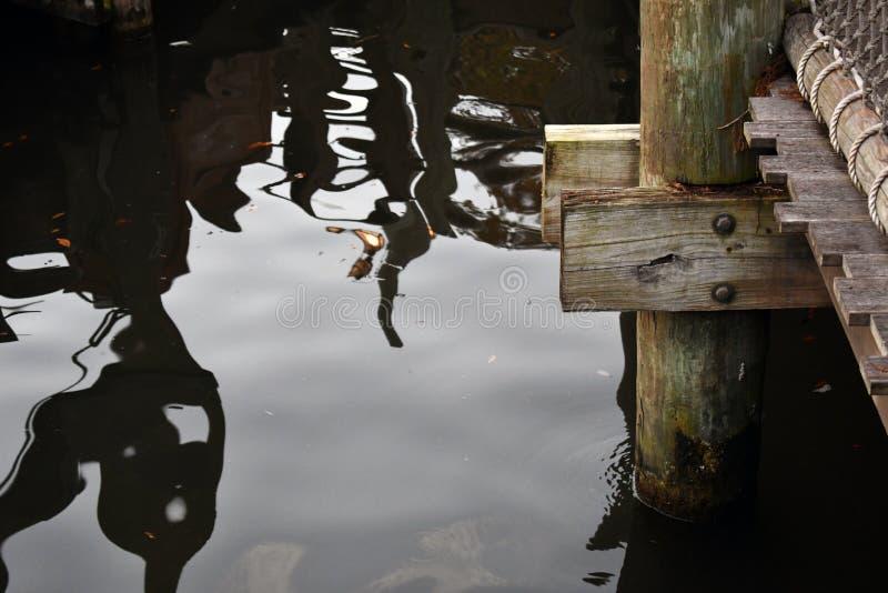 Embarcadero con las sombras en el lago foto de archivo libre de regalías