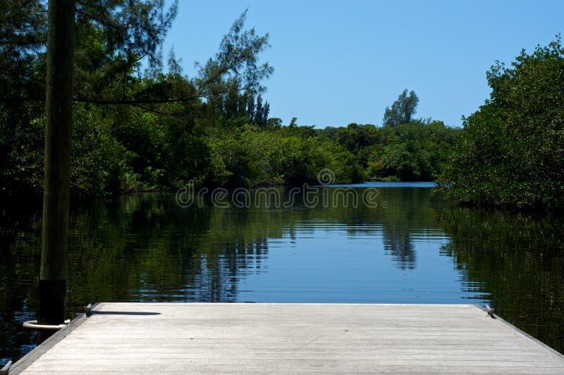 Embarcadero corto en el río en la Florida fotografía de archivo libre de regalías