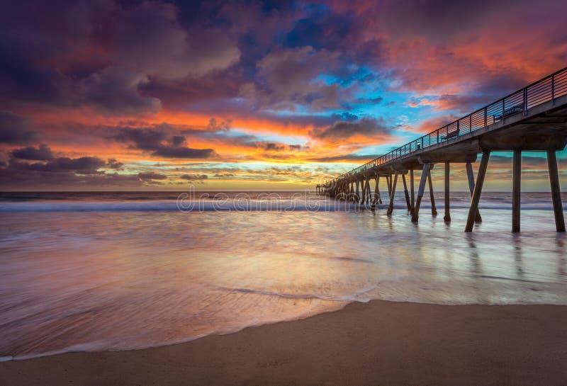 Embarcadero de California meridional en la puesta del sol foto de archivo