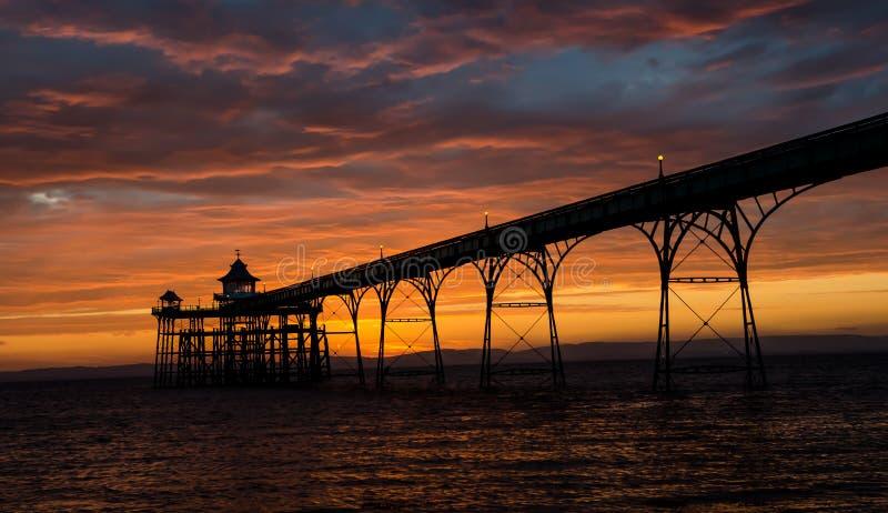 Embarcadero de Clevedon en la puesta del sol imagen de archivo libre de regalías