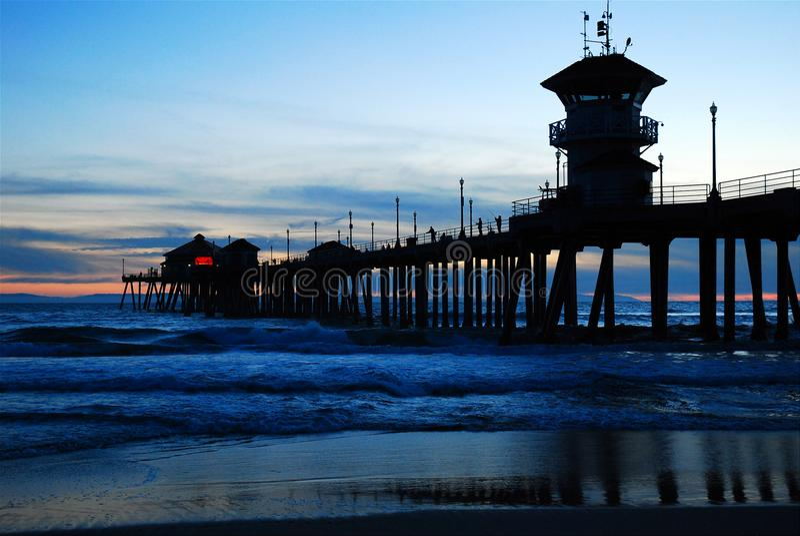 Embarcadero de Huntington Beach en la puesta del sol fotografía de archivo