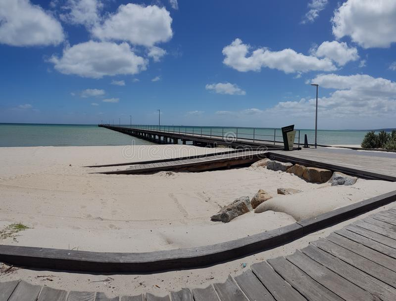 Embarcadero de la arena de la playa fotografía de archivo