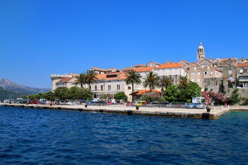 Embarcadero de la ciudad vieja de Korcula, Croacia imagen de archivo